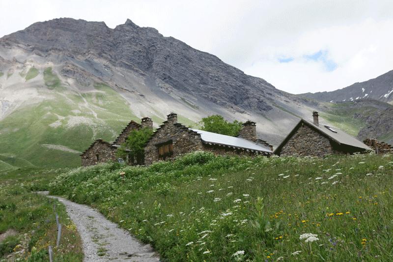 Juste avant la monté du Goléon, quelques maisons